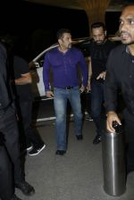 Salman Khan snapped at airport on 30th Aug 2016 (34)_57c681dc3cd2c.JPG