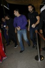 Salman Khan snapped at airport on 30th Aug 2016 (35)_57c681ddd72e4.JPG