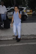 Sayani Gupta snapped at domestic airport on 30th Aug 2016 (7)_57c683dcc096f.JPG