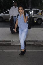 Sayani Gupta snapped at domestic airport on 30th Aug 2016 (8)_57c683de97351.JPG