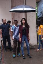 Shraddha Kapoor snapped on the sets of Rock on 2 on 30th Aug 2016 (27)_57c68401979ed.JPG