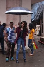 Shraddha Kapoor snapped on the sets of Rock on 2 on 30th Aug 2016 (28)_57c68403b9615.JPG