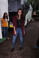 Shraddha Kapoor snapped on the sets of Rock on 2 on 30th Aug 2016 (31)_57c68409e35d2.JPG