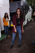 Shraddha Kapoor snapped on the sets of Rock on 2 on 30th Aug 2016 (33)_57c6840fe54f2.JPG
