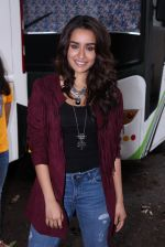 Shraddha Kapoor snapped on the sets of Rock on 2 on 30th Aug 2016 (35)_57c684516a3cd.JPG