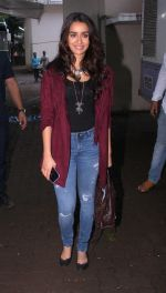 Shraddha Kapoor snapped on the sets of Rock on 2 on 30th Aug 2016 (38)_57c68418204e3.JPG