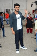 Arjun Kapoor snapped at Mehboob on 31st Aug 2016 (50)_57c7db30bca60.JPG