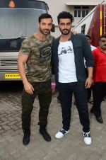 John Abraham, Arjun Kapoor snapped at Mehboob on 31st Aug 2016 (46)_57c7db494bb55.JPG