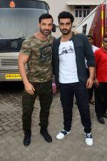 John Abraham, Arjun Kapoor snapped at Mehboob on 31st Aug 2016 (47)_57c7dc95d4ca0.JPG