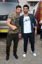 John Abraham, Arjun Kapoor snapped at Mehboob on 31st Aug 2016 (48)_57c7db4c1fe3b.JPG