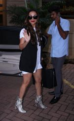 Malaika Arora Khan snapped post lunch on 31st Aug 2016 (4)_57c7dae09754e.JPG