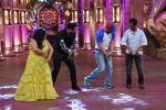 Nawazuddin Siddiqui, Sohail Khan at Freaky Ali promotion at Comedy Nights Bachao integration on 31st Aug 2016 (12)_57c7de05665fb.jpg