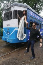 Sidharth Malhotra and Katrina Kaif in Kolkatta on 31st Aug 2016 (31)_57c7da7c184e2.jpg