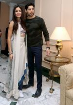 Sidharth Malhotra and Katrina Kaif in Kolkatta on 31st Aug 2016 (37)_57c7da824fbd9.jpg