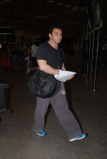 Sohail Khan snapped at airport on 30th Aug 2016 (8)_57c7cd96e4bca.JPG