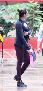 Bipasha Basu snapped at gym on 2nd Sept 2016 (12)_57c9a2292da4f.JPG