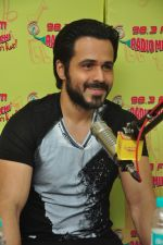 Emraan Hashmi with Raaz team at Radio Mirchi on 31st Aug 2016 (4)_57c91dcf62427.JPG