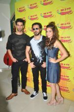 Emraan Hashmi, Kriti Kharbanda, Gaurav Arora with Raaz team at Radio Mirchi on 31st Aug 2016 (1)_57c91d96a6ad3.JPG