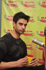 Gaurav Arora with Raaz team at Radio Mirchi on 31st Aug 2016 (16)_57c91da67bf14.JPG