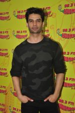 Gaurav Arora with Raaz team at Radio Mirchi on 31st Aug 2016 (20)_57c91db07a4cd.JPG