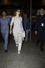 Kangana Ranaut snapped at airport on 1st Sept 2016 (38)_57c96e7d4f833.JPG