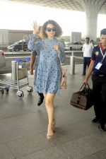 Kangana Ranaut snapped at airport on 1st Sept 2016 (4)_57c96e0b6cad4.JPG
