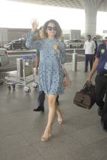 Kangana Ranaut snapped at airport on 1st Sept 2016 (5)_57c96e1101e4f.JPG