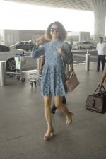 Kangana Ranaut snapped at airport on 1st Sept 2016 (8)_57c96e226ee7f.JPG