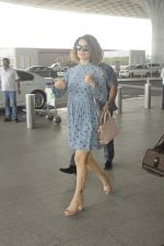 Kangana Ranaut snapped at airport on 1st Sept 2016 (9)_57c96e299d9c0.JPG