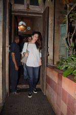 Kareena Kapoor snapped on 1st Sept 2016 (24)_57c9975705df3.JPG