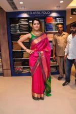Raashi Khanna Inagurated R.S Brothers at Kothapet on 2nd Sept 2016 (616)_57c9a600a5029.JPG