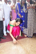 Raashi Khanna Inagurated R.S Brothers at Kothapet on 2nd Sept 2016 (336)_57c9a1e373001.JPG