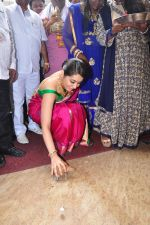 Raashi Khanna Inagurated R.S Brothers at Kothapet on 2nd Sept 2016 (337)_57c9a1e9b2237.JPG