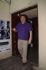 Rishi Kapoor mobbed by fans at juhu pvr on 1st Sept 2016 (5)_57c92951affc6.JPG
