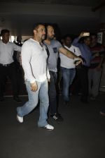 Salman Khan snapped on 2nd Sept 2016 (10)_57c99bed80828.JPG