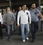 Salman Khan snapped on 2nd Sept 2016 (14)_57c99bdeb2eb7.JPG