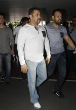 Salman Khan snapped on 2nd Sept 2016 (9)_57c99bebcdd45.JPG