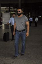 Sunil Shetty snapped at airport on 1st Sept 2016 (30)_57c96e3b2c72f.JPG