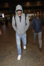 Sushant Singh Rajput snapped at airport on 1st Sept 2016 (41)_57c96e5e71901.JPG