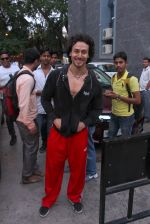 Tiger Shroff snapped in Mumbai on 1st Sept 2016 (1)_57c9265f617b9.JPG
