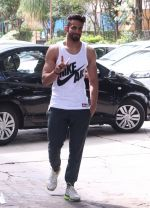 Upen Patel snapped at gym on 2nd Sept 2016 (8)_57c9a24d7b69c.JPG