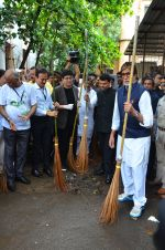 Amitabh Bachchan at NDTV swatch bharat abhiyan in Mumbai on 3rd Sept 2016 (51)_57cada0c7d672.JPG