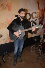 Farhan Akhtar at Rock On 2 trailer launch on 2nd Sept 2016 (8)_57cac1b116494.JPG