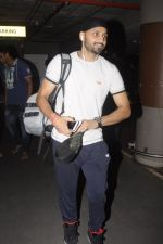Harbhajan Singh snapped at airport on 2nd Sept 2016 (3)_57ca78d199ff4.JPG