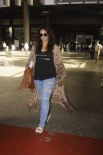 Huma Qureshi snapped at airport on 2nd Sept 2016 (11)_57ca78e30f486.JPG