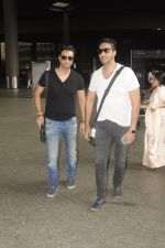Salim Merchant, Sulaiman Merchant snapped at airport on 2nd Sept 2016 (3)_57ca7901a6505.JPG