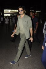 Sidharth Malhotra snapped at airport on 2nd Sept 2016 (12)_57ca791982f90.JPG