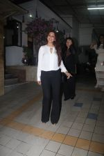 Sonali Bendre at Dipti Sandesara_s bash on 2nd Sept 2016 (34)_57ca7ca4eb910.JPG