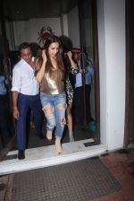 Malaika Arora Khan snapped at Baba Dewan_s bash on 3rd Sept 2016 (3)_57cc5b609164c.JPG