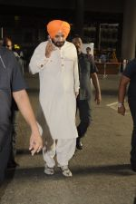 Navjot Singh Sidhu snapped at airport on 4th Sept 2016 (15)_57cd627c65e0e.JPG